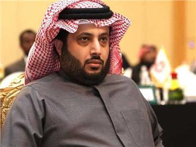 تركي آل الشيخ يقدم واجب العزاء لزكريا ناصف في وفاة زوجته