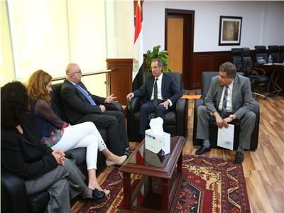 وزير الاتصالات يناقش مع وفد البنك الدولي زيادة انتشار الإنترنت فائق السرعة بمصر