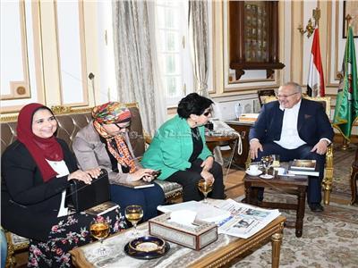 بالصور.. جامعة القاهرة تجرى أول دراسة بحثية حول المرأة الجامعية والإعلام
