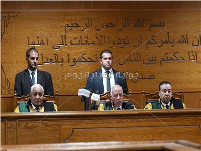 غياب «العادلي» وهتافات داخل القاعة.. كواليس الحكم في قضية «أموال الداخلية»