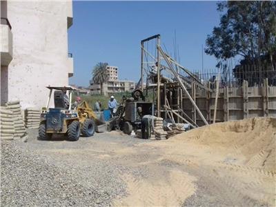 تنفيذ أعمال صيانة للمحولات وأعمدة الإنارة بقرى أبوقرقاص