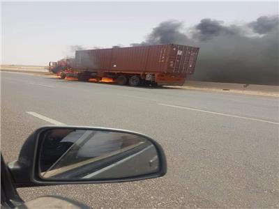 بسبب «الحر».. تفحم مقطورة نقل بطريق العاشر من رمضان