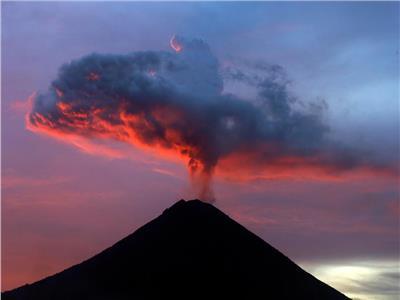 ثورة بركان في بالي الإندونيسية تتسبب في إلغاء رحلات طيران