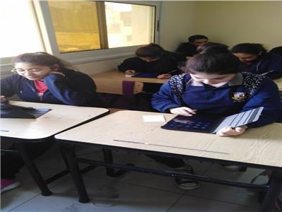 طلاب الصف الأول الثانوي يبدأون امتحان اللغة الأجنبية الأولى