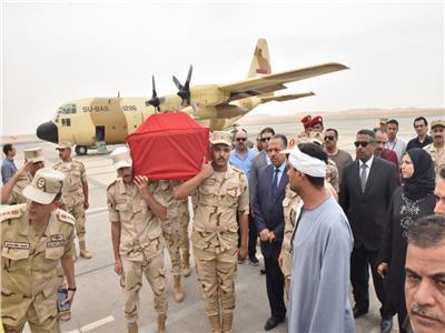 جنازة عسكرية لأحد شهداء كمين العريش في أسيوط بحضور قيادات المحافظة