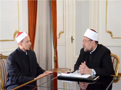 وزير الأوقاف يلتقي إمام مسجد النور بنيوزيلاندا