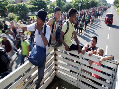 واشنطن بوست: الولايات المتحدة تبدأ حملة على المهاجرين الأحد