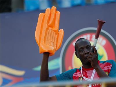 صور  جماهير الكاميرون تؤازر فريقها أمام غينيا بيساو