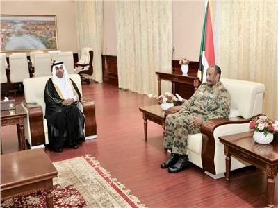 رئيس البرلمان العربي يلتقي رئيس المجلس العسكري الانتقالي بالسودان