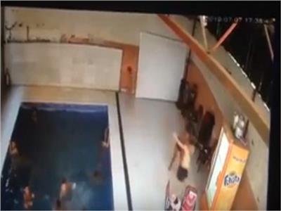 أولى صور الطفل ضحية الصعق الكهربي في حمام سباحة بالمرج