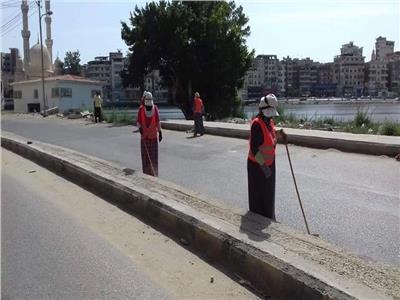 صور|«عاملات النظافة» بدمياط: نعمل لتوفير حياة كريمة لأبنائنا