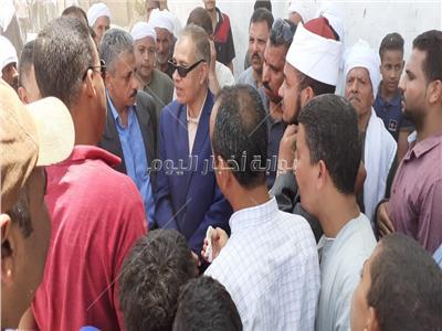 أهالي ملوي بالمنيا يشيعون جنازة الشهيد المجند عبد الله جمال بقرية الأشمونين