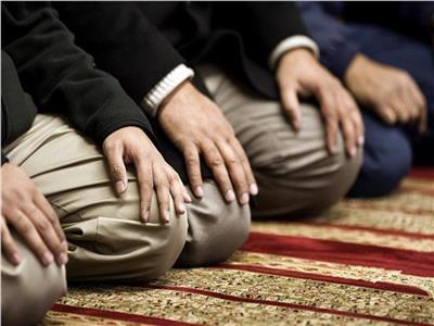 ما حكم صلاة ركعتين جماعة بعد العشاء؟.. «الإفتاء» تجيب