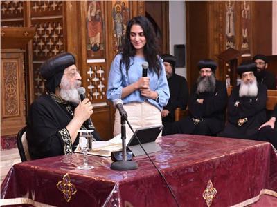 البابا تواضروس يكرم الطالبة ميرنا حسني