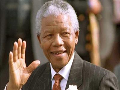 نيلسون مانديلا.. من غياهب السجن إلى صناعة التاريخ