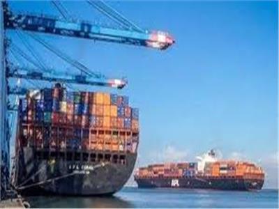 """تداول 25 """"سفينة"""" حاويات وبضائع عامة بموانئ بورسعيد"""