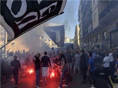 شاهد| الاعتداء على جماهير ليفربول قبل مواجهة نابولي