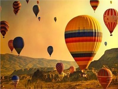 «البالون السياحي» رحلة في السماء بين الحضارات العريقة والمناظر الطبيعية
