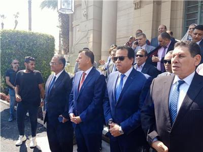 بالصور| وزير التعليم العالي يستقبل الطلاب في جامعة عين شمس