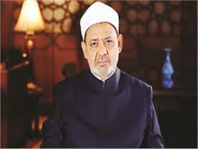 الإمام الأكبر يعزي أسرة الطالب المتوفي بالمدينة الجامعية