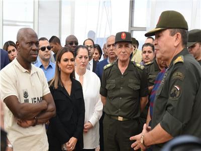 """صور..وزيرة الاستثمار ومدير الخدمة الوطنية يصطحبان رئيس """"ايفاد"""" فى زيارة للصوب الزراعية"""