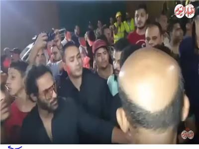 فيديو| أحمد فهمي وهنا الزاهد في عزاء طلعت زكريا