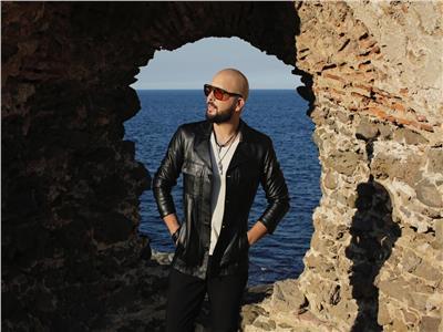 المغربي «دوزي» يؤجل طرح أحدث كليباته تضامنا مع الشعب اللبناني