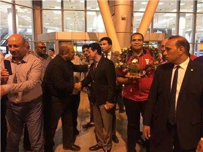 صور  استقبال بالورود لفرسان مصر أبطال إفريقيا المتأهلين لأولمبياد طوكيو
