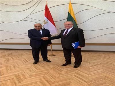 وزير الخارجية يعقد لقاء ثنائيا مع مستشار حكومة جمهورية ليتوانيا