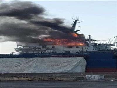 حريق محدود بسفينة فوسفات في ميناء دمياط