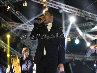 صور| محمود الليثي يُشعل الأجواء بحفل «المنارة»