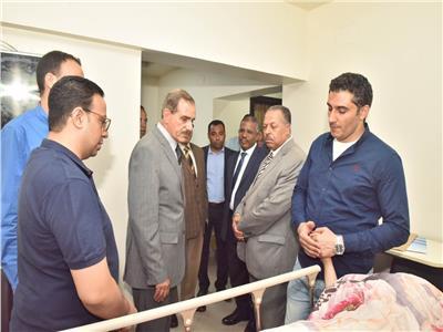 محافظ أسيوط يزور مصابي حادث تصادم طريق (أسيوط ـ القاهرة) الزراعي