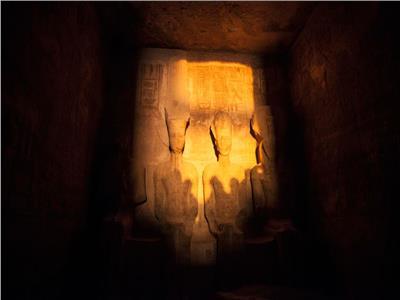 بـ«30 جنيه».. شاهد تعامد الشمس على وجه رمسيس الثاني في معبد أبوسمبل