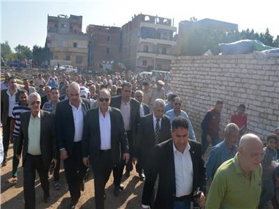 محافظ الغربية يتفقد مشروع الصرف الصحي بقرية سندبسط