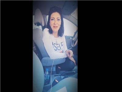 فتاة مصرية تفضح أكاذيب الهارب محمد علي في فيديو ساخر