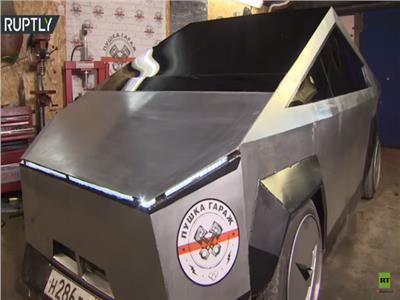شاهد| تعديل سيارة «لادا» إلى شاحنة «سايبرتراك» الجديدة