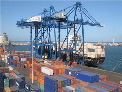 ميناء دمياط يستقبل 8 سفن للحاويات والبضائع العامة خلال الساعات الـ24 الماضية