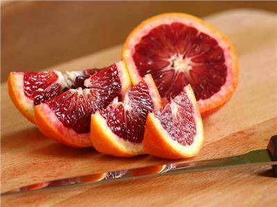 يحد من السمنة ويحمي من السرطان.. فوائد مذهلة لـ«البرتقال أبو دمه»