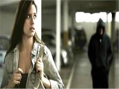 للسيدات  احتياطات ضرورية للدفاع عن النفس أثناء السير في الطرق العامة