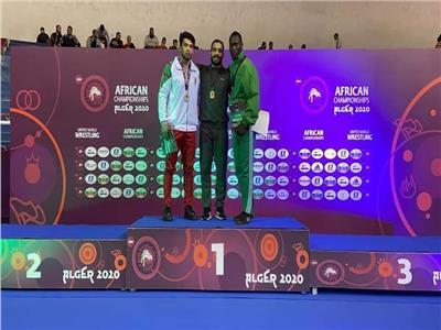 جامعة قناة السويس تكرم بطل أفريقيا في المصارعة الحرة