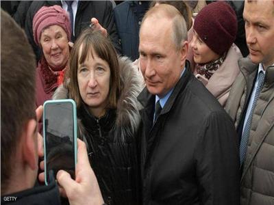 بالفيديو| سيدة تحرج بوتين بسبب راتبه
