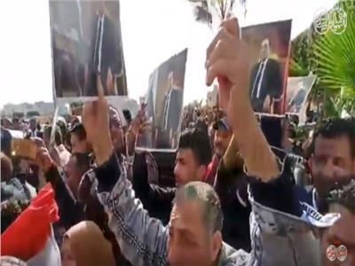 جنازة مبارك| شاهد ردود فعل المواطنين في وداع جثمان الرئيس الأسبق
