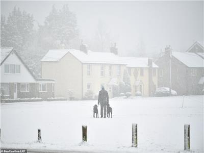 صور وفيديو| بريطانيا تحت رحمة الثلوج