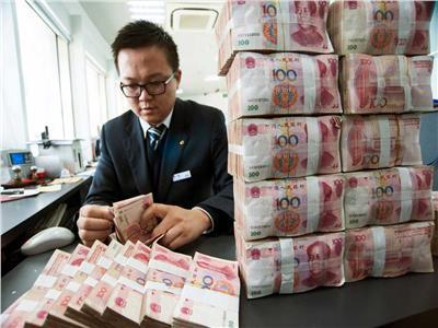 فيديو| الصين تعقم الأوراق النقدية في كافة البنوك بسبب فيروس كورونا