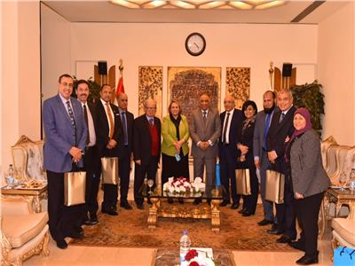صور  رئيس الرقابة الإدارية يلتقي أعضاء لجنة الخطة والموازنة بمجلس النواب وعدد من القيادات النسائية