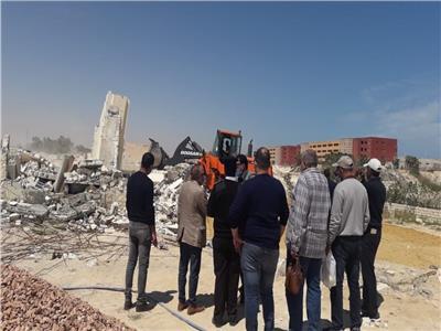 إزالة التعديات على قطعة أرض بمساحة 4 أفدنة جنوب مركز مارينا