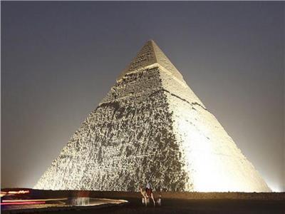 صور وفيديو| بينهم وزيرة وأثري وفنان.. كيف تفاعل المصريون مع مزاعم الملياردير الأمريكي بشأن الأهرامات؟