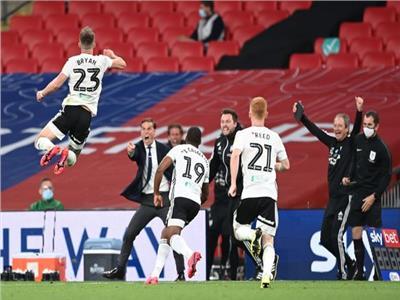 فيديو  فولهام يخطف بطاقة التأهل للدوري الإنجليزي بـ«هدفين» في برينتفورد