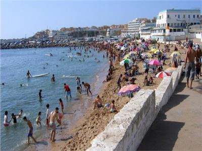 الجزائر تعيد فتح الشواطئ والمطاعم والفنادق اعتبارا من السبت المقبل وفق إجراءات وقائية