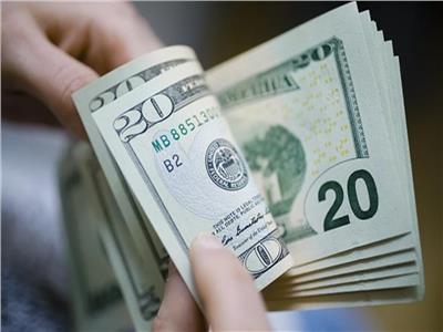 سعر الدولار يتراجع 12 قرشا أمام الجنيه المصري